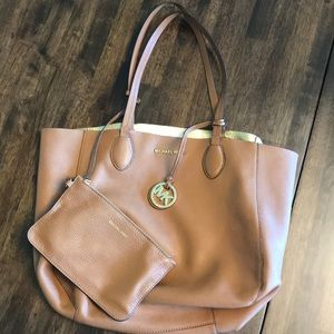 Reversible Michael Kors tote with pouch